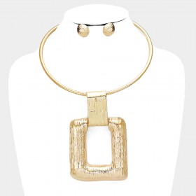 TEXTURED RECTANGLE METAL BIB NECKLACE